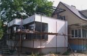celkový pohled na přístavby rodinného domu