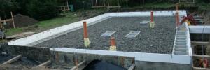 spolupráce při stavbě domu
